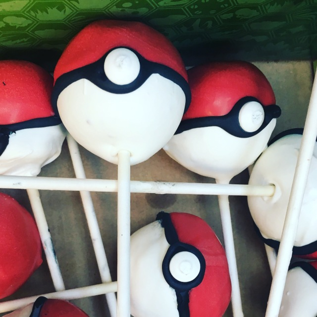 Nerdy Nummies Pokeball Cakeball Cake Pop